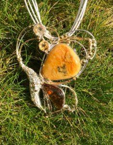 Motyl, broszowisior, bursztyn bałtycki,cytryn, srebro 925, złocone, waga 55,8g